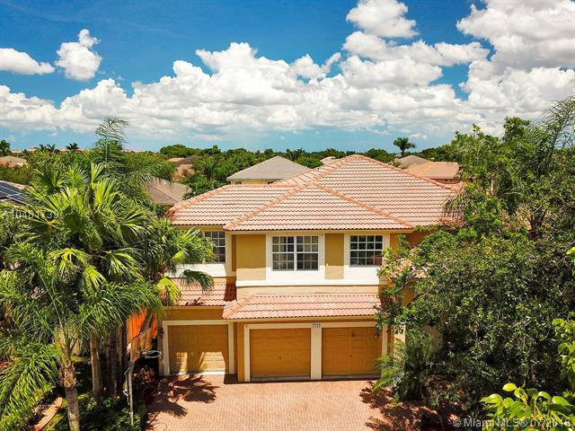 4304 Diamond Ter, Weston, FL 33331 (MLS #A10481739) :: Green Realty Properties