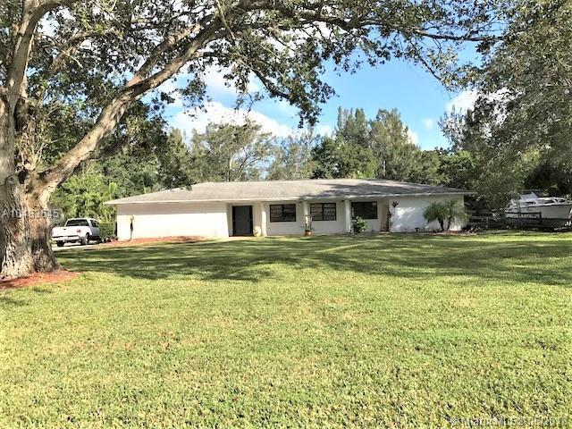 5250 SW 186th Ave, Southwest Ranches, FL 33332 (MLS #A10483645) :: The Teri Arbogast Team at Keller Williams Partners SW