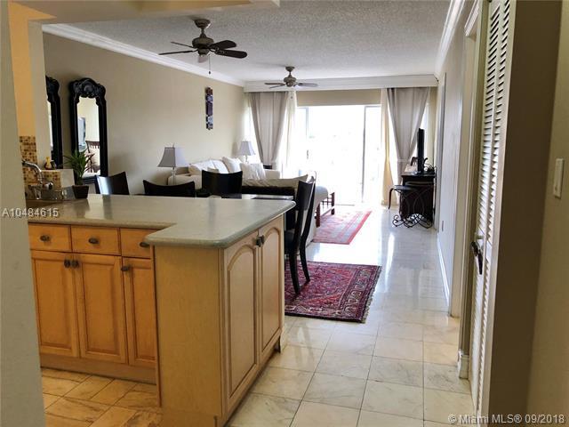 3944 NE 167th St #408, North Miami Beach, FL 33160 (MLS #A10484615) :: Green Realty Properties