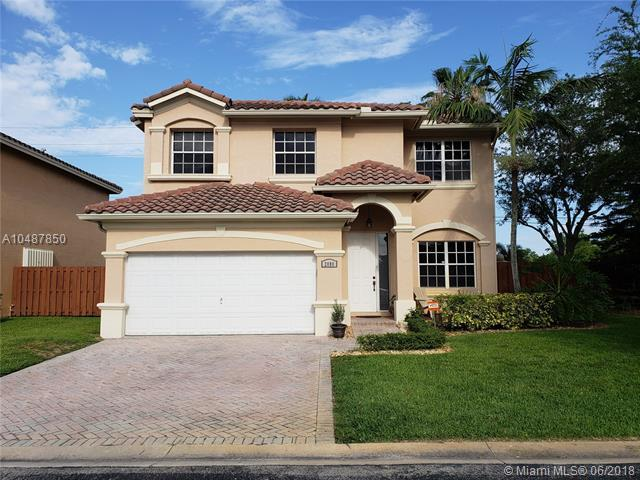 2080 NW 100th Ave, Pembroke Pines, FL 33024 (MLS #A10487850) :: Calibre International Realty