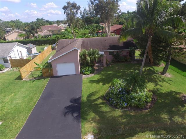 11821 NW 27th Ct, Plantation, FL 33323 (MLS #A10488152) :: The Teri Arbogast Team at Keller Williams Partners SW