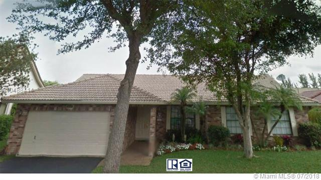 8849 NW 57th Ct, Coral Springs, FL 33067 (MLS #A10488414) :: Green Realty Properties