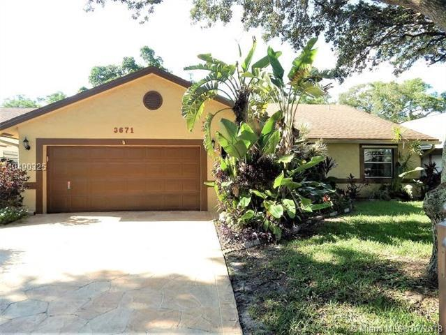 3671 NW 58th St, Coconut Creek, FL 33073 (MLS #A10490325) :: The Riley Smith Group
