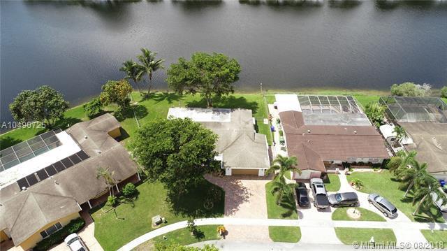 10681 NW 22nd St, Pembroke Pines, FL 33026 (MLS #A10490725) :: Stanley Rosen Group