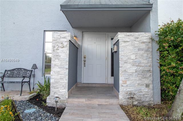 1237 Seaview, North Lauderdale, FL 33068 (MLS #A10490949) :: Prestige Realty Group