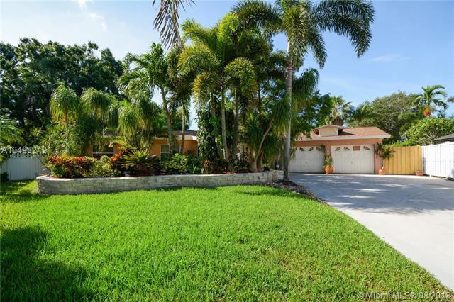 4200 SW 24th St, Fort Lauderdale, FL 33317 (MLS #A10493212) :: Green Realty Properties