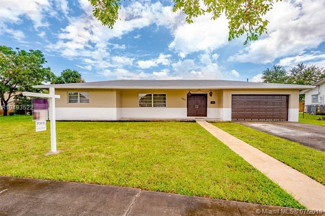 4560 NW 6th Ct, Plantation, FL 33317 (MLS #A10493522) :: The Teri Arbogast Team at Keller Williams Partners SW