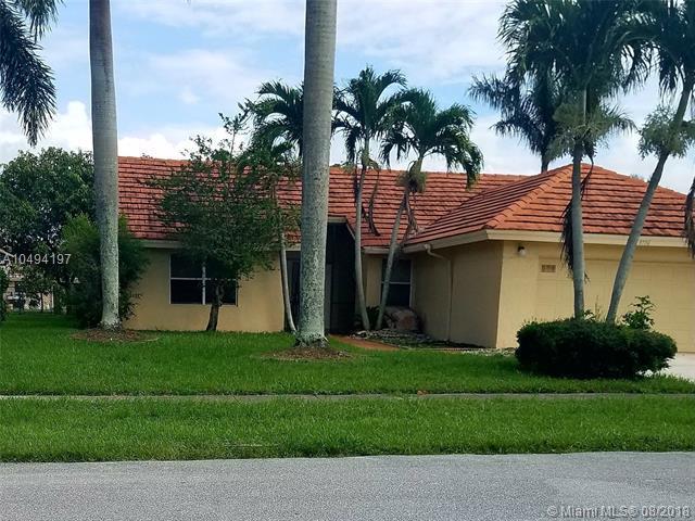 9736 Sun Pointe Dr, Boynton Beach, FL 33437 (MLS #A10494197) :: Green Realty Properties