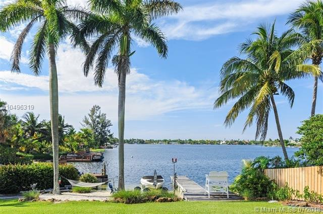 9535 SW 144 ST, Miami, FL 33176 (MLS #A10496319) :: Green Realty Properties