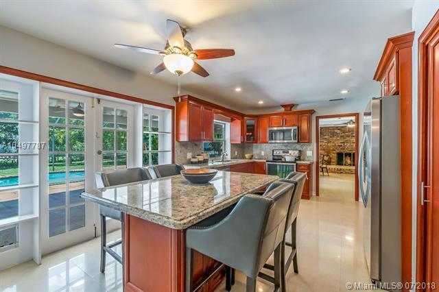 7305 SW 129th St, Pinecrest, FL 33156 (MLS #A10497787) :: The Riley Smith Group