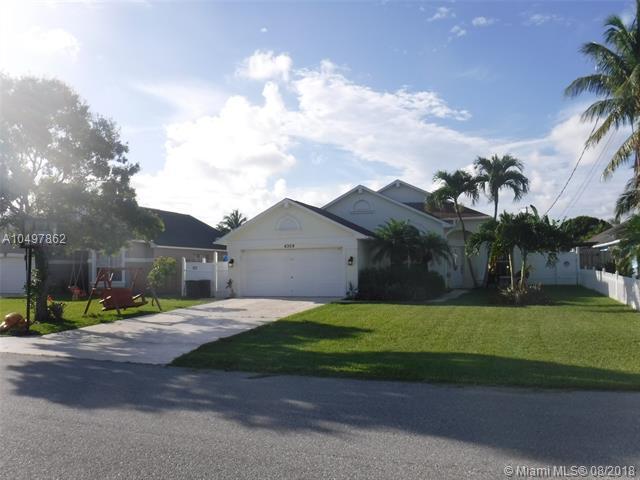 6309 Hollywood St, Jupiter, FL 33458 (MLS #A10497862) :: Green Realty Properties