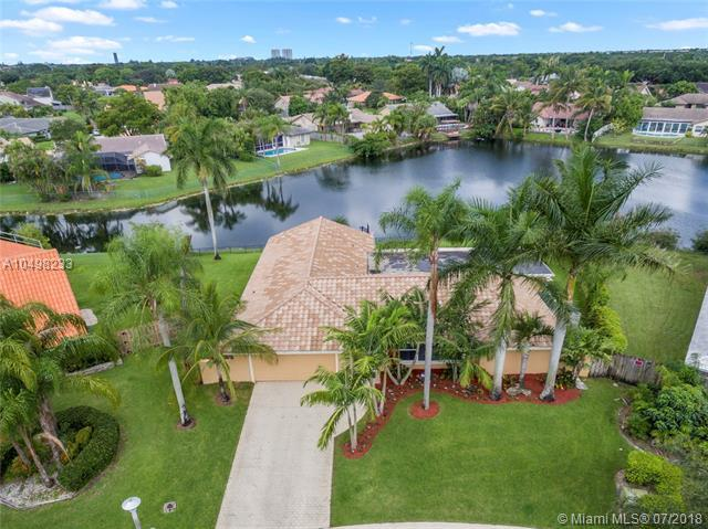9451 NW 15th St, Plantation, FL 33322 (MLS #A10498233) :: The Teri Arbogast Team at Keller Williams Partners SW