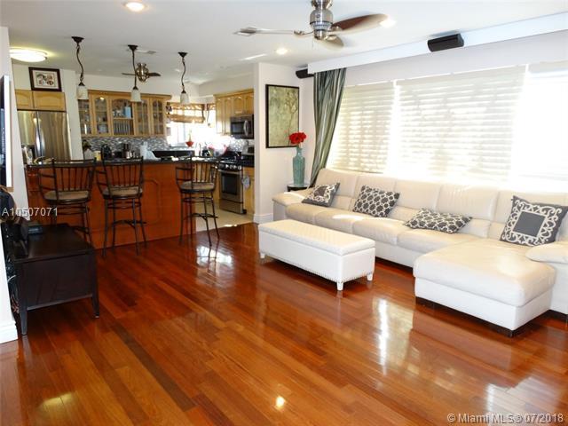 949 Van Buren St, Hollywood, FL 33019 (MLS #A10507071) :: Green Realty Properties