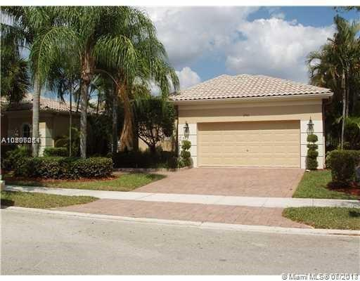 2466 Bay Isle Ct, Weston, FL 33327 (MLS #A10507251) :: The Chenore Real Estate Group