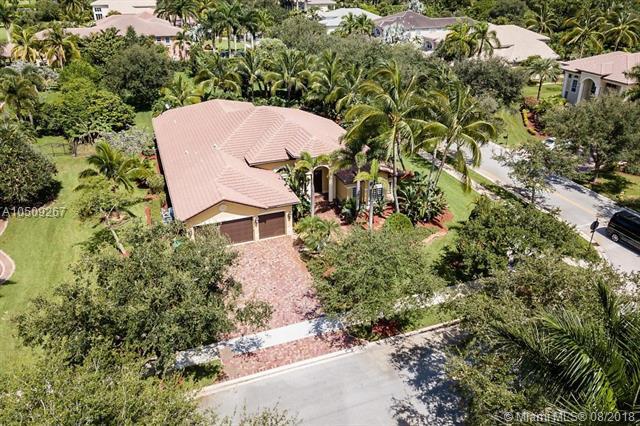 3796 Saratoga Lane, Davie, FL 33328 (MLS #A10509267) :: Green Realty Properties
