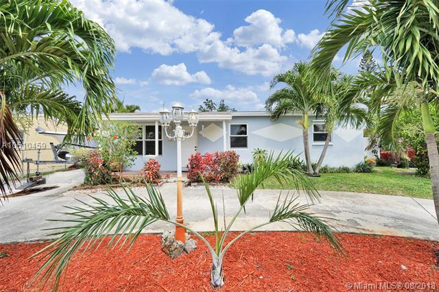 541 N 69th Way, Hollywood, FL 33024 (MLS #A10510459) :: Green Realty Properties