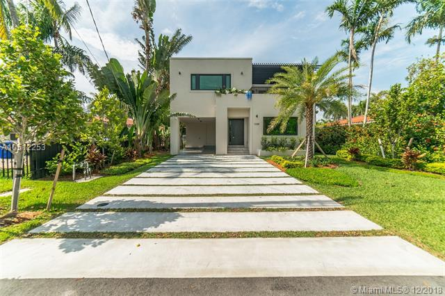 1048 S Northlake Dr, Hollywood, FL 33019 (MLS #A10512253) :: Green Realty Properties