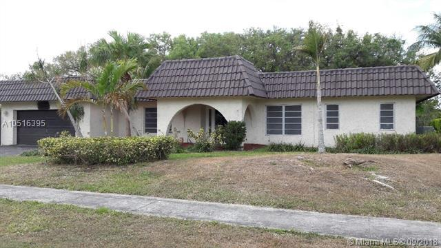 1351 SW 73rd Ave, Plantation, FL 33317 (MLS #A10516395) :: Stanley Rosen Group