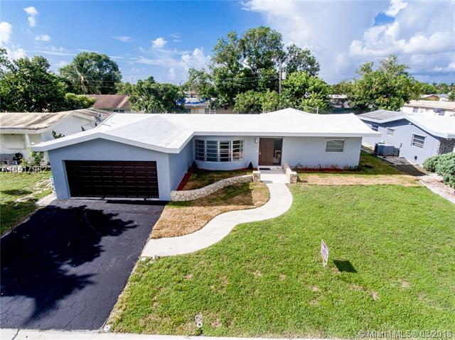 3700 NW 26th St, Lauderdale Lakes, FL 33311 (MLS #A10517982) :: Laurie Finkelstein Reader Team