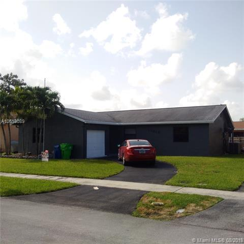 11010 NW 24th Ct, Sunrise, FL 33322 (MLS #A10518089) :: Green Realty Properties