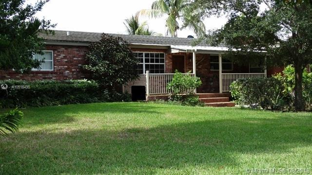 4820 NW 77th Ct, Pompano Beach, FL 33073 (MLS #A10518438) :: Berkshire Hathaway HomeServices EWM Realty
