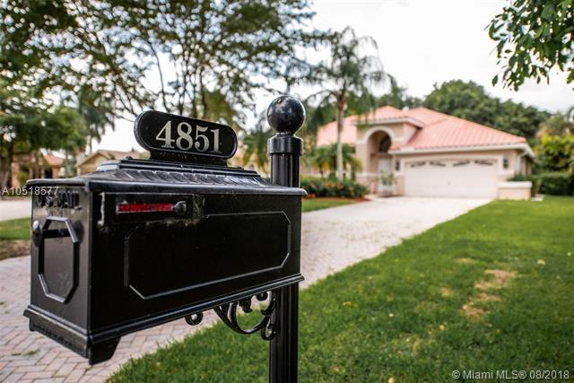 4851 Chardonnay Dr, Coral Springs, FL 33067 (MLS #A10518577) :: Green Realty Properties