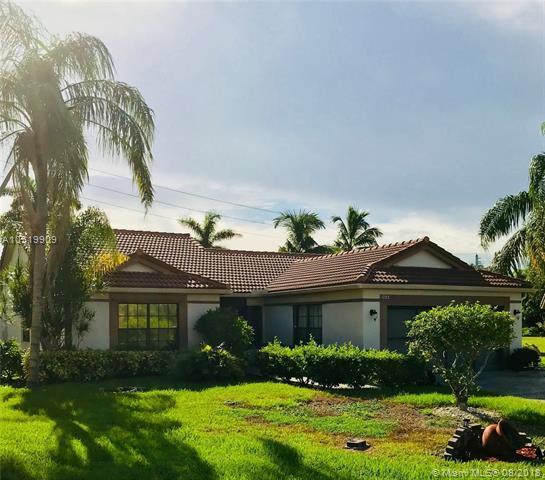 7125 NW 108th Ave, Tamarac, FL 33321 (MLS #A10519909) :: Green Realty Properties
