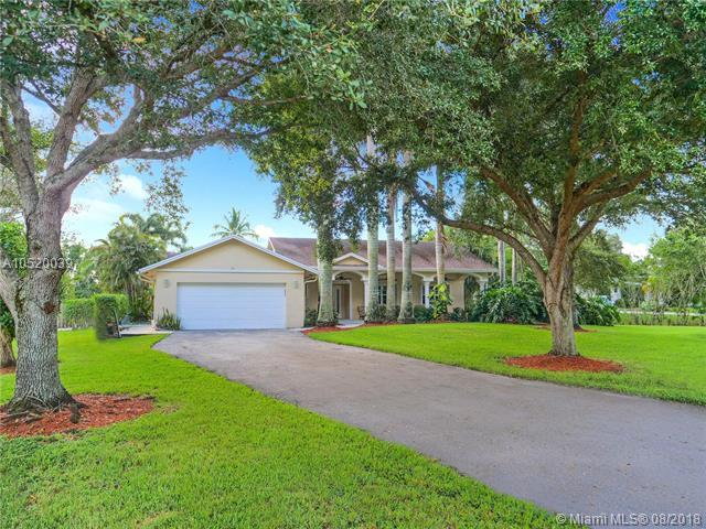 5520 SW 195th Ter, Southwest Ranches, FL 33332 (MLS #A10520039) :: Stanley Rosen Group