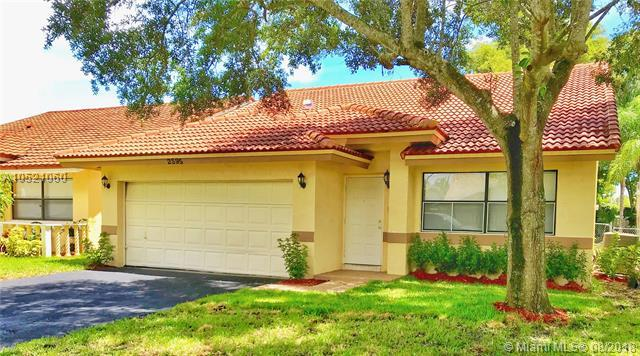 2595 NW 95th Ave, Coral Springs, FL 33065 (MLS #A10521060) :: Stanley Rosen Group