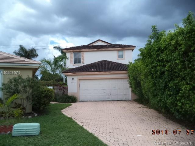 6984 SW 148th Ln, Davie, FL 33331 (MLS #A10523071) :: Green Realty Properties