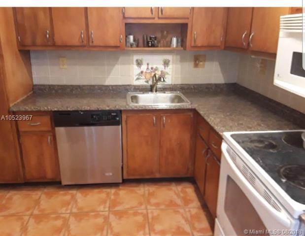1211 Hampton Blvd #1211, North Lauderdale, FL 33068 (MLS #A10523967) :: Stanley Rosen Group