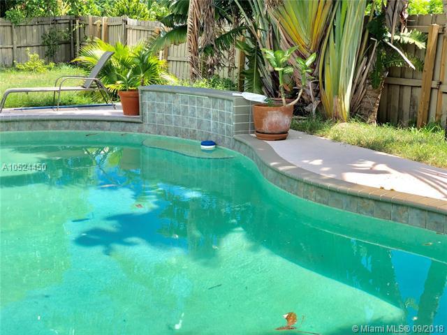 2870 S Seacrest Blvd, Boynton Beach, FL 33435 (MLS #A10524450) :: Laurie Finkelstein Reader Team