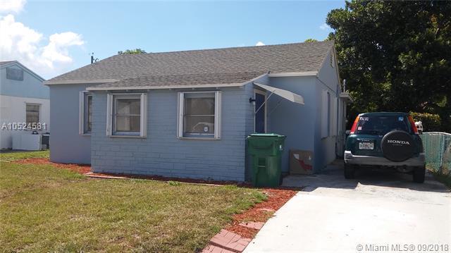 641 W 3rd St, Riviera Beach, FL 33404 (MLS #A10524581) :: Stanley Rosen Group