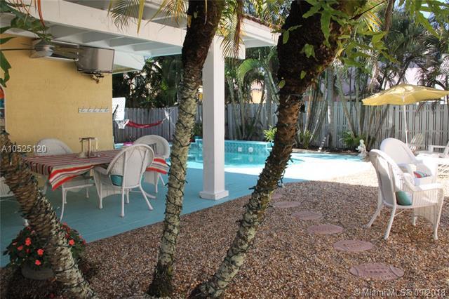 18761 NW 12th St, Pembroke Pines, FL 33029 (MLS #A10525120) :: Green Realty Properties