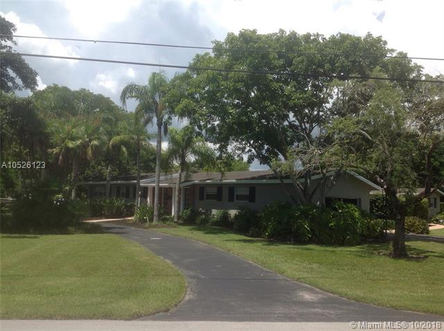 7451 SW 112th St, Pinecrest, FL 33156 (MLS #A10526123) :: The Riley Smith Group