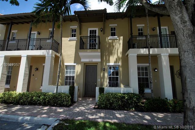 14705 SW 7th St 2-38, Pembroke Pines, FL 33027 (MLS #A10527057) :: Stanley Rosen Group