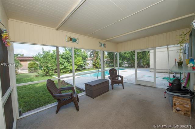 7814 NW 70th Ave, Tamarac, FL 33321 (MLS #A10528983) :: Green Realty Properties