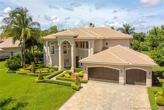 10881 Pine Lodge Trl, Davie, FL 33328 (MLS #A10530786) :: Green Realty Properties