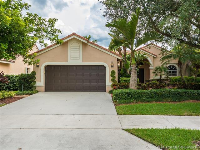 810 Verona Lake Dr, Weston, FL 33326 (MLS #A10531530) :: Green Realty Properties