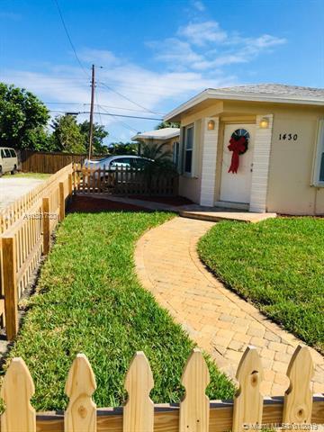 1430 N J St, Lake Worth, FL 33460 (MLS #A10531730) :: The Brickell Scoop