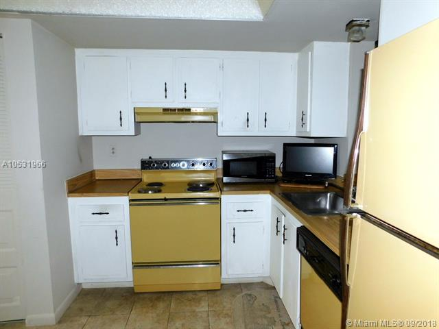 7690 NW 18th St #304, Margate, FL 33063 (MLS #A10531966) :: Stanley Rosen Group