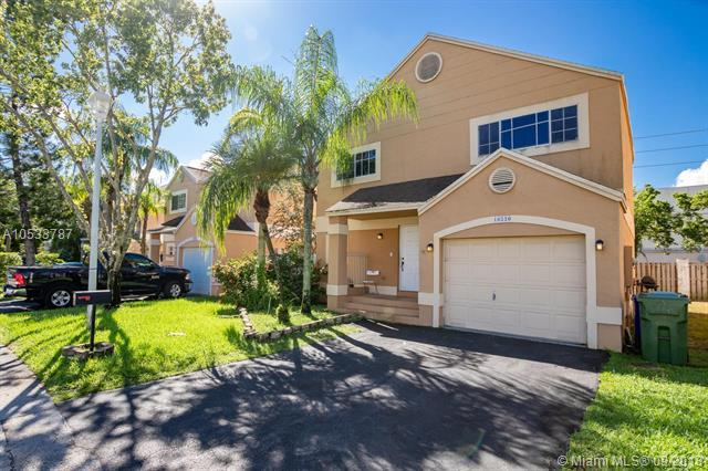 10220 NW 3rd St, Pembroke Pines, FL 33026 (MLS #A10533787) :: Green Realty Properties