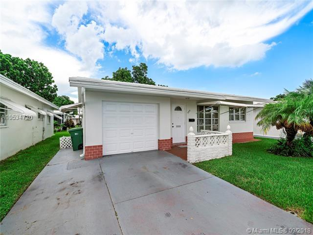 6709 NW 70th Ct, Tamarac, FL 33321 (MLS #A10534720) :: Laurie Finkelstein Reader Team