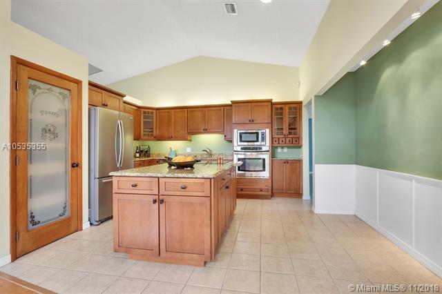 6359 Barbara St, Jupiter, FL 33458 (MLS #A10535355) :: Green Realty Properties