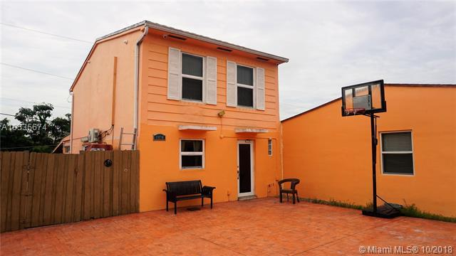 1434 W 72nd St, Hialeah, FL 33014 (MLS #A10535674) :: Green Realty Properties