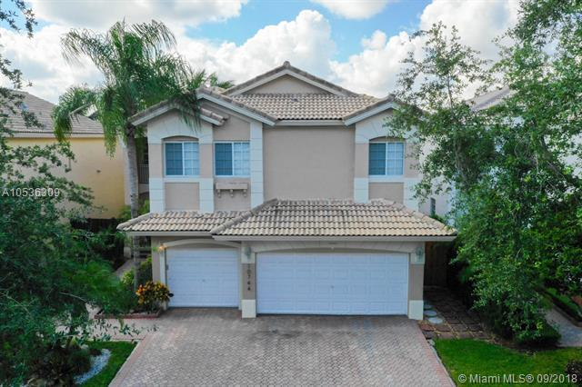 10744 NW 70 ST, Doral, FL 33178 (MLS #A10536309) :: Grove Properties