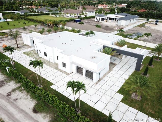 10223 NW 131st St, Hialeah Gardens, FL 33018 (MLS #A10537879) :: Green Realty Properties