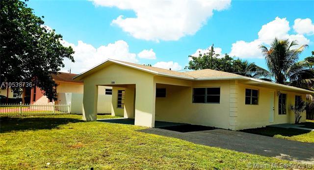 7200 Charleston St, Hollywood, FL 33024 (MLS #A10538736) :: Stanley Rosen Group