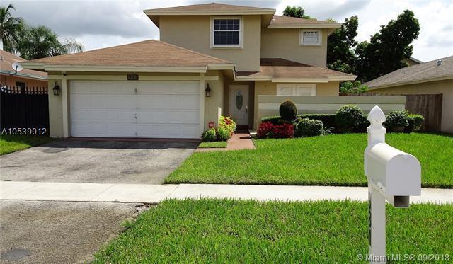 931 SW 99th Ave, Pembroke Pines, FL 33025 (MLS #A10539012) :: Green Realty Properties