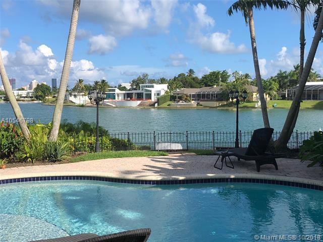19361 NE 19th Pl, North Miami Beach, FL 33179 (MLS #A10546798) :: Miami Villa Team